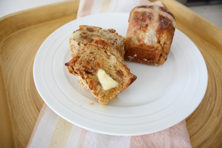 Date & Ginger Hot Cross Buns | brownpaperbelle.com