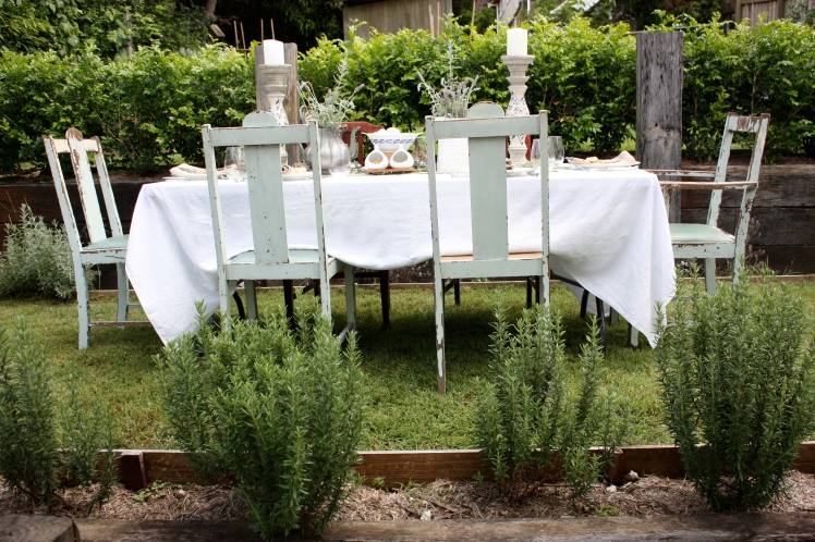 Easter Brunch Garden Lunch Table | brownpaperbelle.com