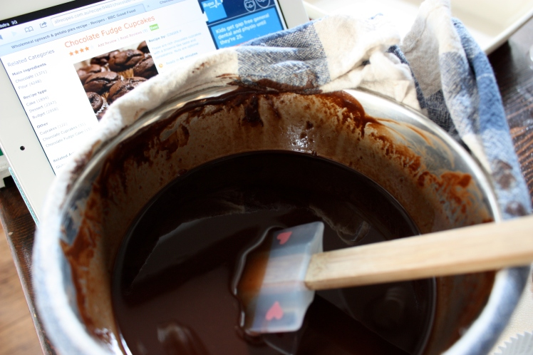 Chocolate Pecan Fudge Cupcakes | brownpaperbelle.com