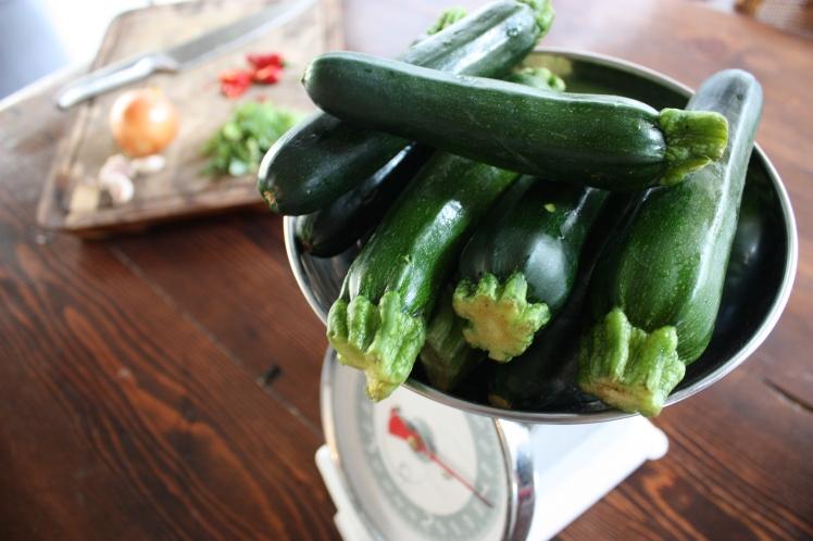 Zucchini, Chilli & Mint Soup | brownpaperbelle.com