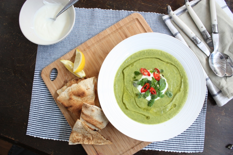 Zucchini, Chilli & Mint Soup with Grilled Flatbread | brownpaperbelle.com