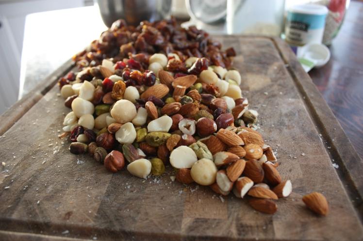 Date & Almond Muesli Slice | brownpaperbelle.com