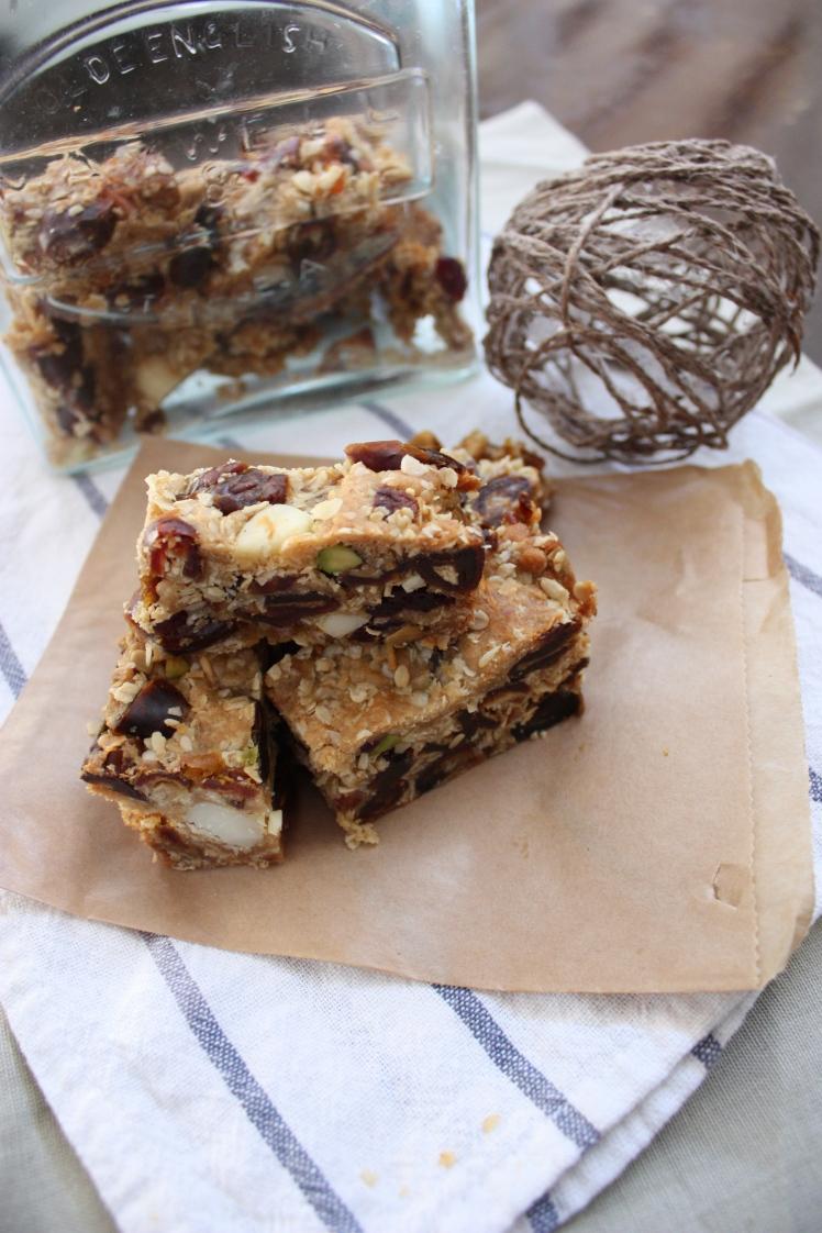 Date & Almond Muesli Slice | brownpaperbelle