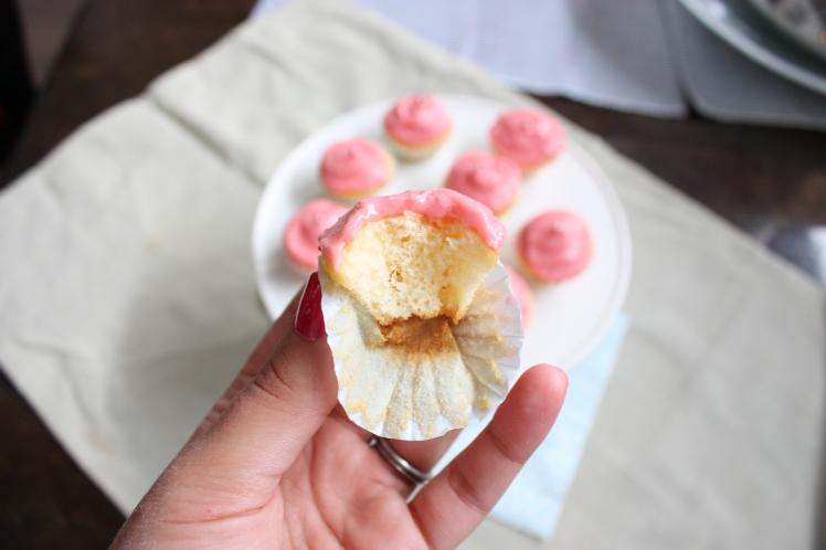 Vanilla Raspberry Cupcakes | brownpaperbelle.com