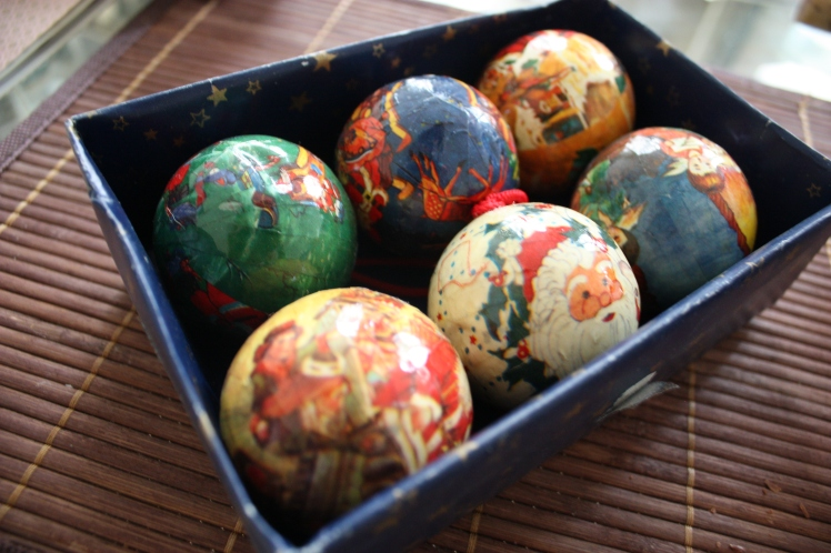 Vintage Christmas Baubles Paris | brownpaperbelle.com