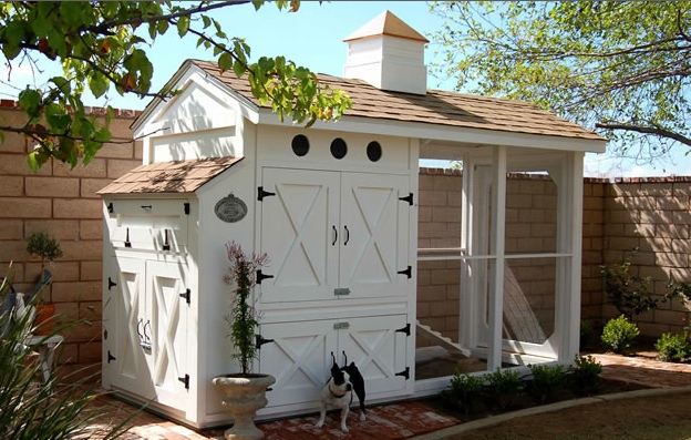 Chicken Coop via Heather Bullard | brownpaperbelle.com