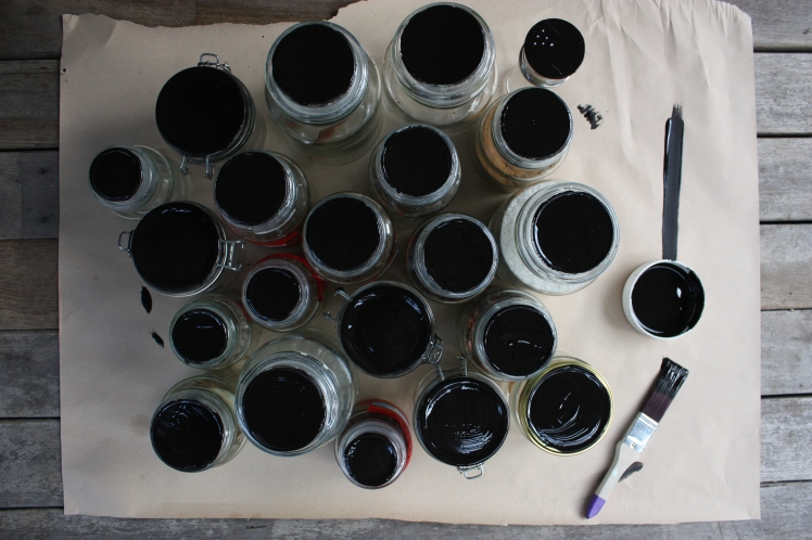 Blackboard Paint & Chalk Labelled Spice Jars | brownpaperbelle.com
