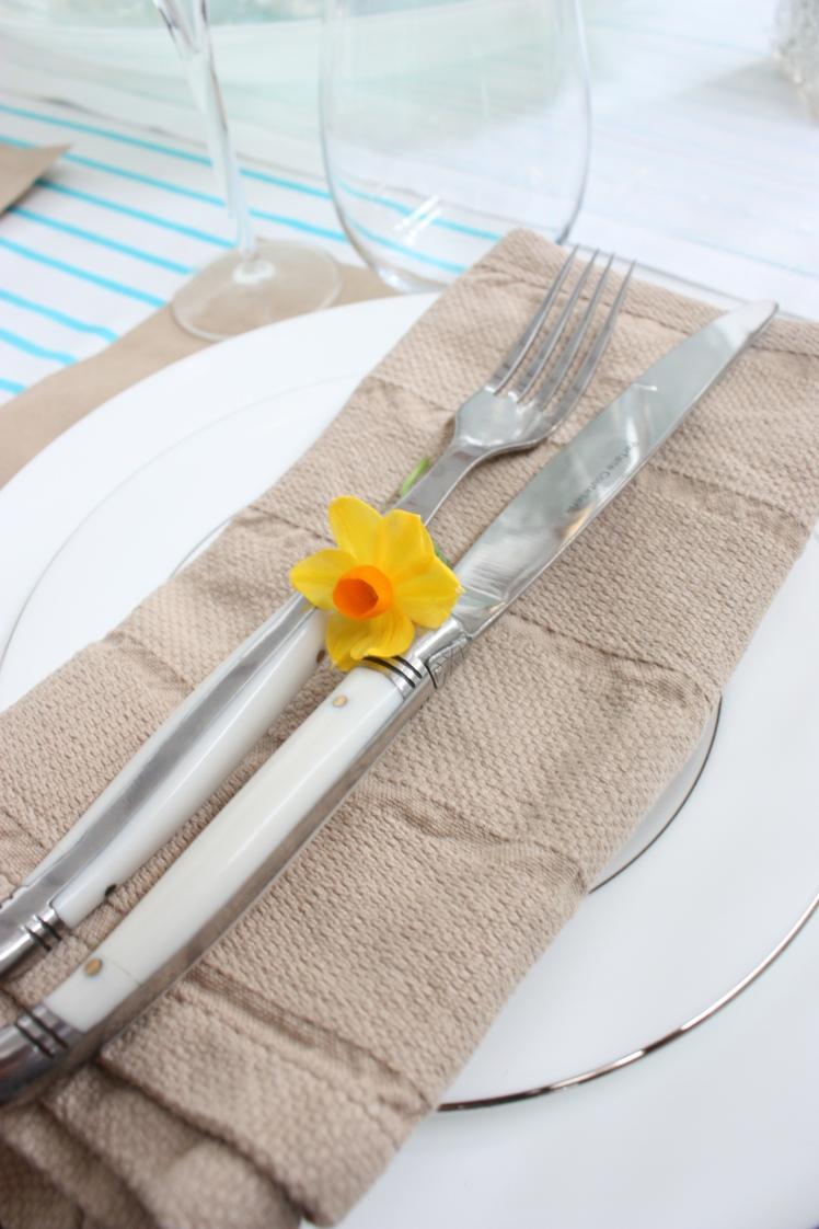 Aqua & Brown Paper Table Setting | brownpaperbelle.com