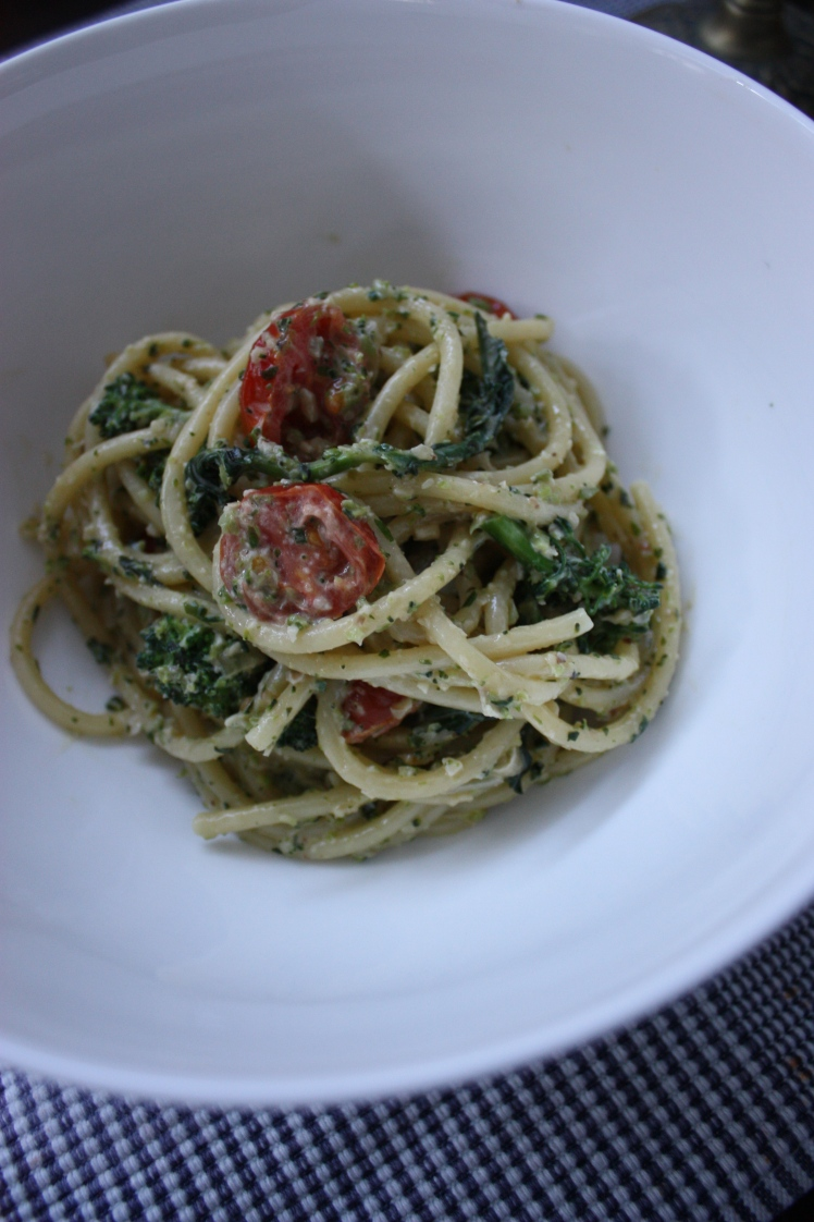 Spaghetti with Broccoli Pesto | brownpaperbelle.com