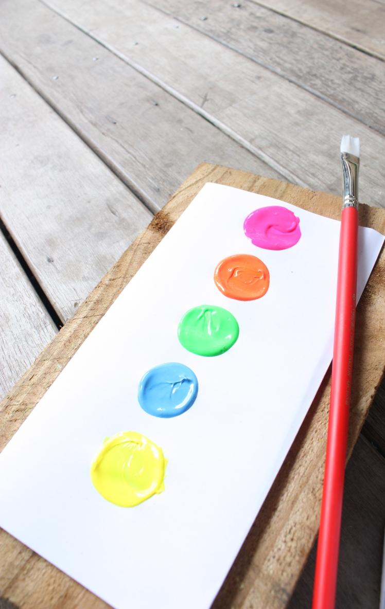 DIY Fluoro Dipped Water Bottles | brownpaperbelle.com
