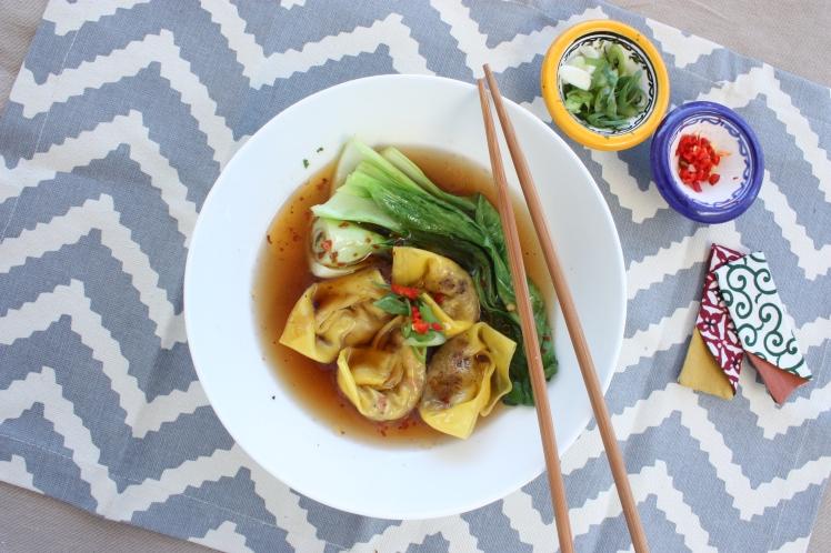 Chilli Crab Wonton Soup | brownpaperbelle.com