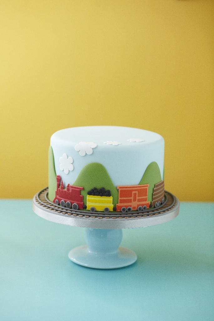 Train Cake | brownpaperbelle.com