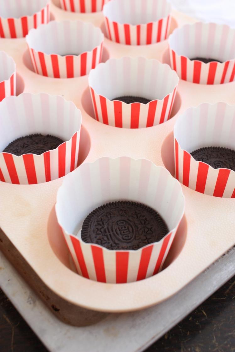 Mini Baked Oreo Cheesecakes | brownpaperbelle.com