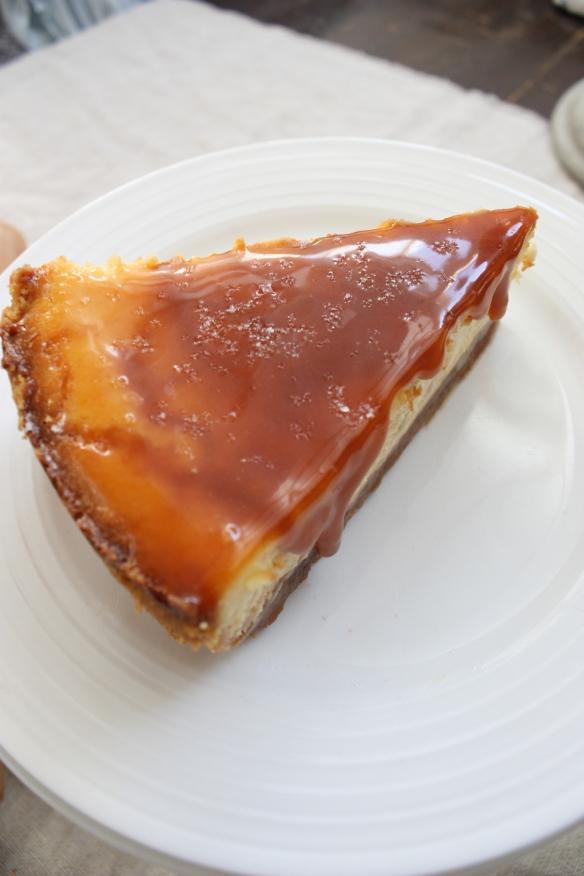 Salted Caramel Baked Cheesecake | brownpaperbelle.com